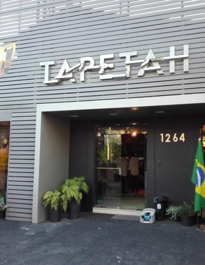 """""""Ptak Wielobarwny"""" na elewacji galerii Tapetah w Sao Paulo (Brazylia)"""